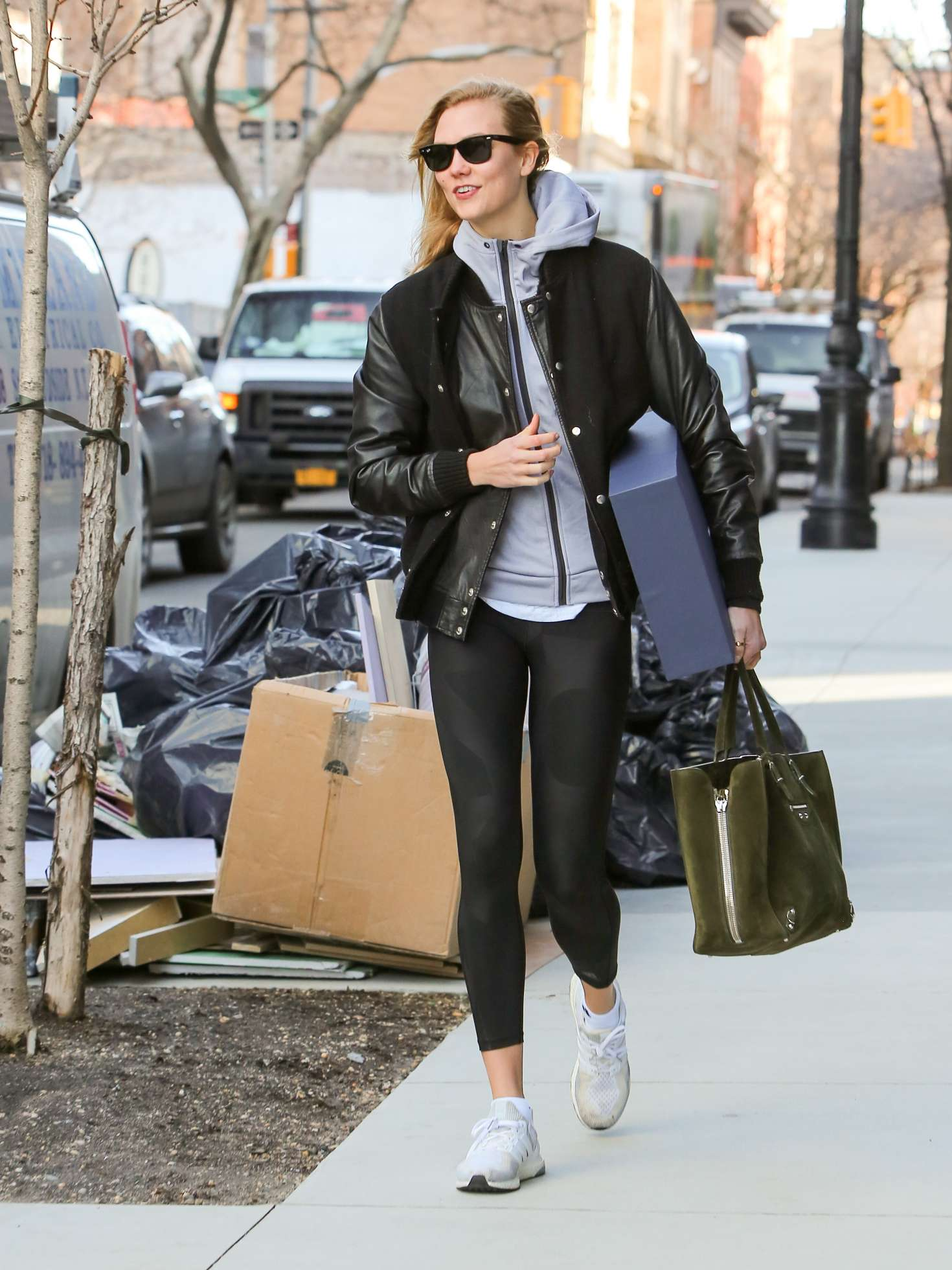 Karlie Kloss Leaving Her Apartment 05
