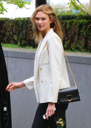 Karlie Kloss Leaving her apartment in New York