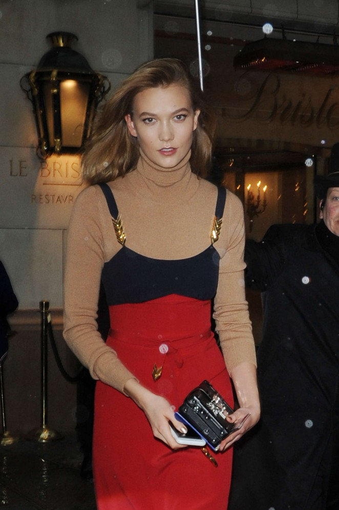 Karlie Kloss - Leaving her hotel in Paris