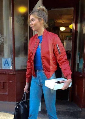 Karlie Kloss - Leaving Magnolia Bakery in New York City