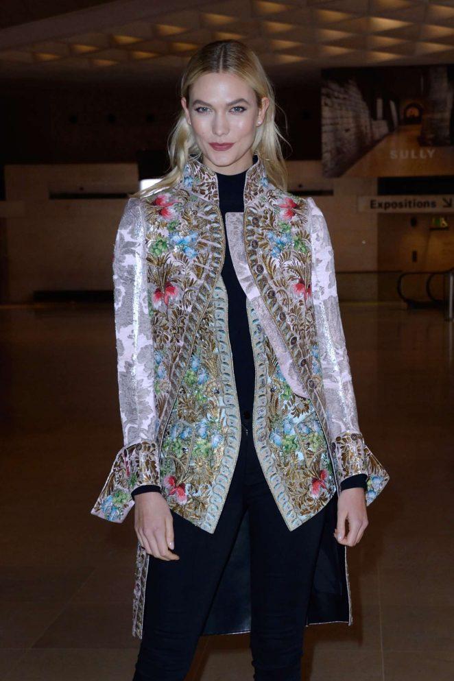 Karlie Kloss - Louis Vuitton Fashion Show 2018 in Paris adds