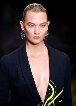 Karlie Kloss - Off-White Runway Show in Paris