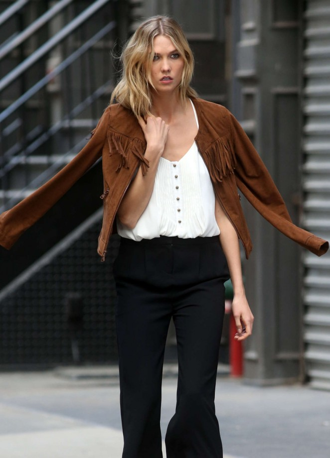 Karlie Kloss: Photoshoot in NYC -21