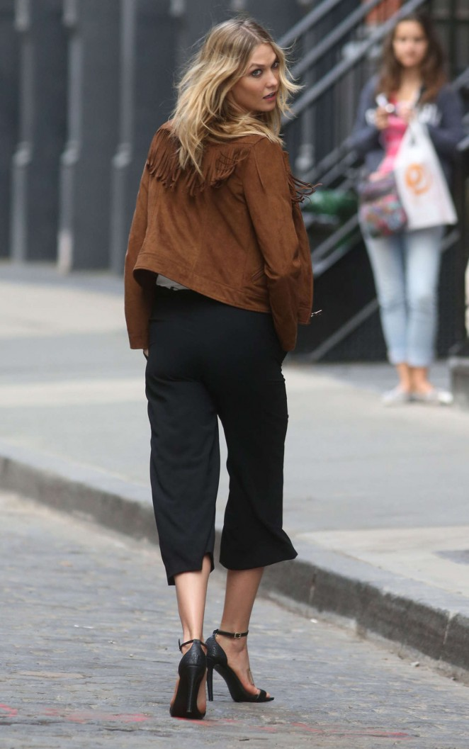 Karlie Kloss: Photoshoot in NYC -24