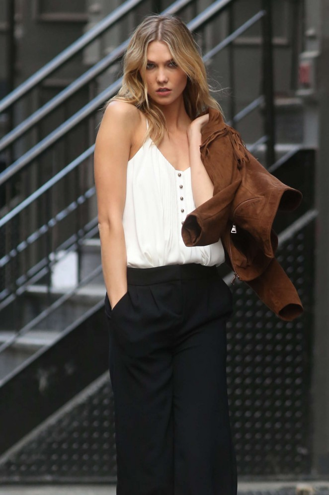 Karlie Kloss: Photoshoot in NYC -25