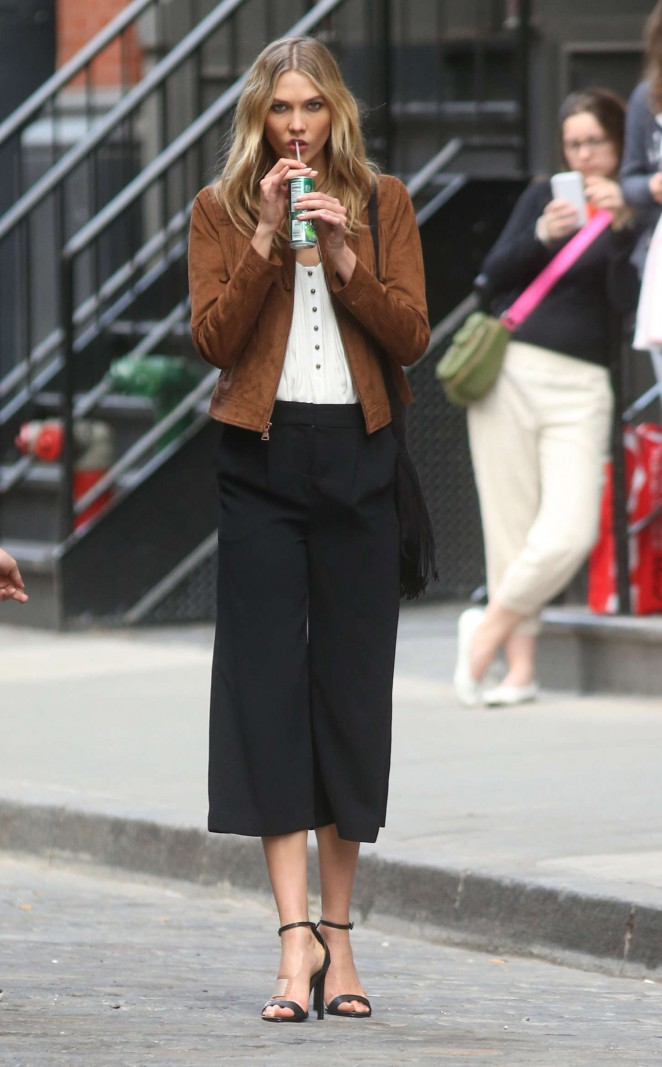 Karlie Kloss: Photoshoot in NYC -30