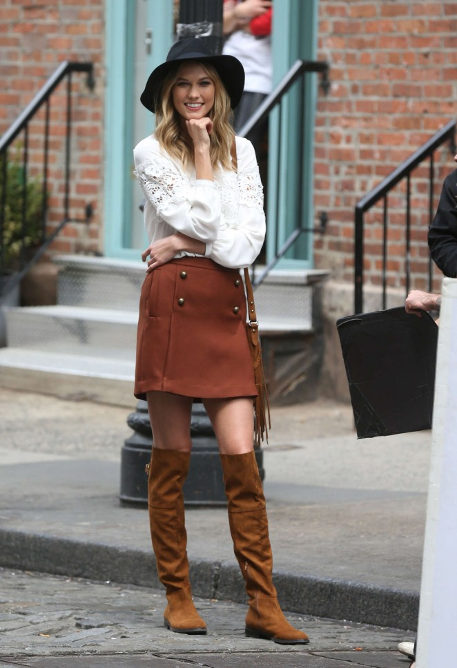 Karlie Kloss: Photoshoot in NYC -45