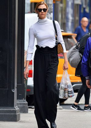Karlie Kloss on Some Fresh Pressed Juices in NYC