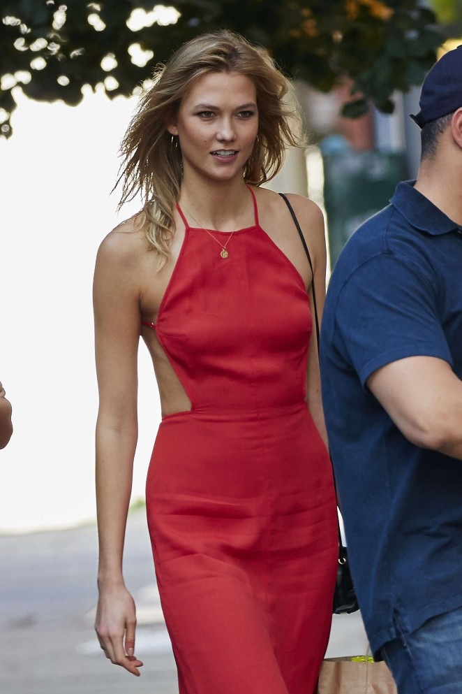 Karlie Kloss – Out and about in NYC