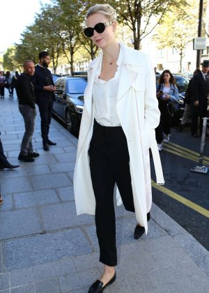 Karlie Kloss - Out at Paris Fashion Week in Paris
