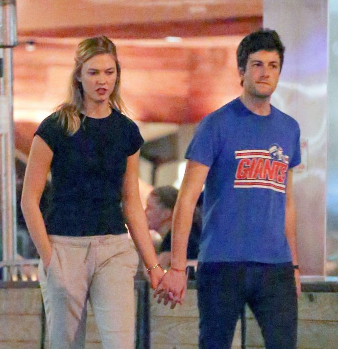 Karlie Kloss – Out for a romantic walk in NYC