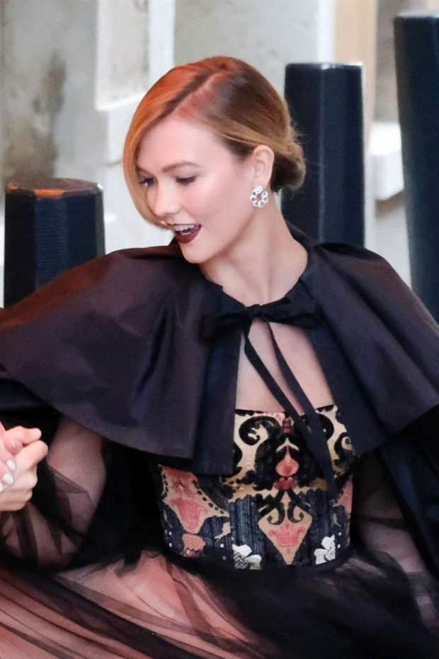 Karlie Kloss - Out in Venice