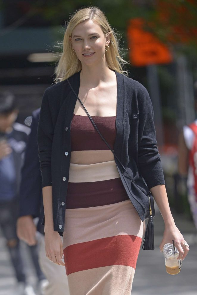 Karlie Kloss - Out on a coffee in New York