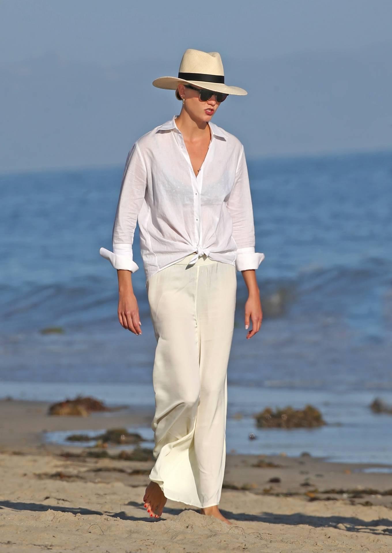 Karlie Kloss - Seen on the beach with