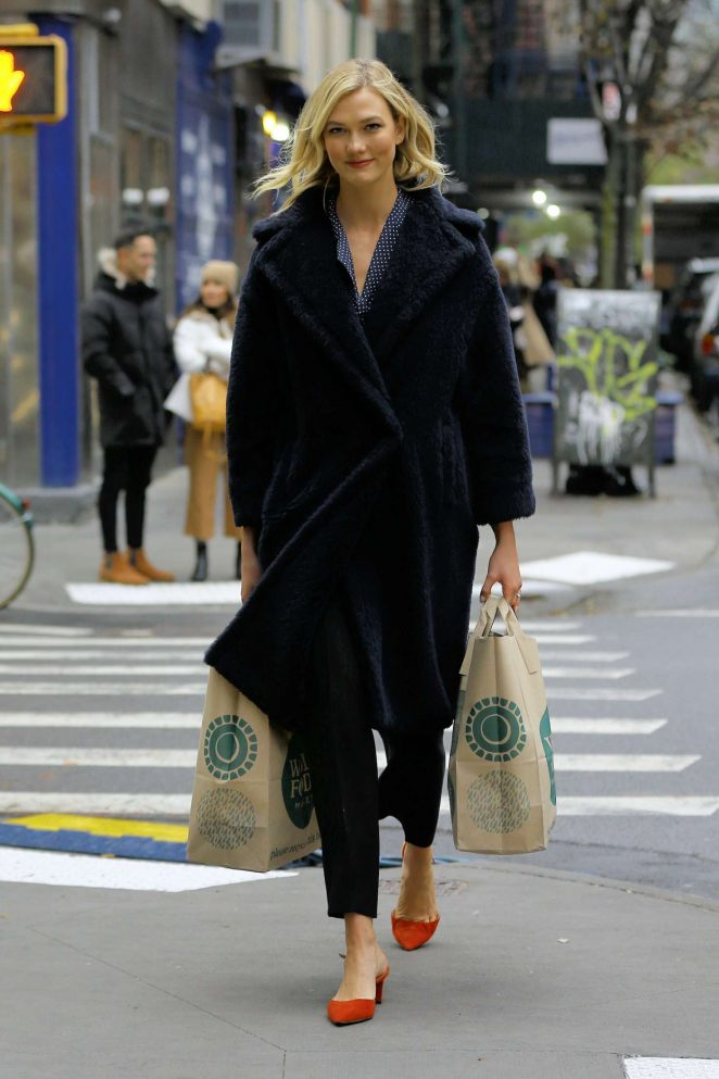 Karlie Kloss - Shopping in NYC