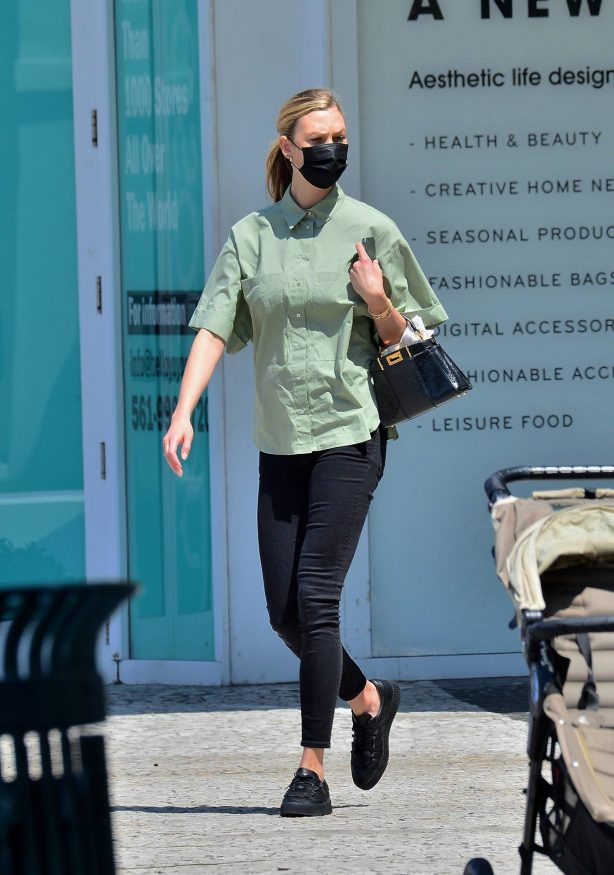 Karlie Kloss - Spotted for the first time since the arrival of her baby in Miami