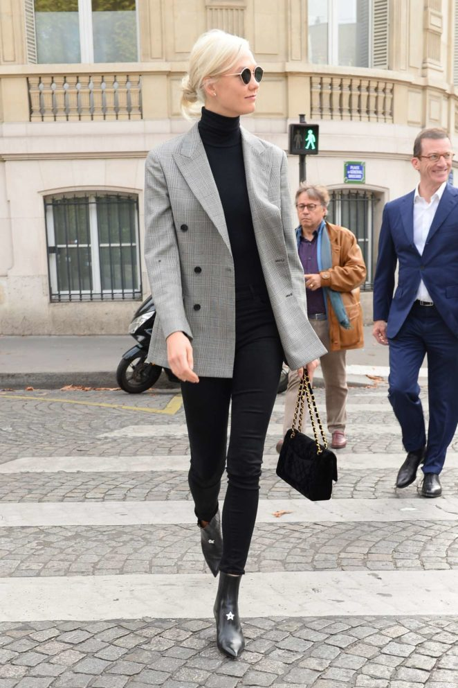 Karlie Kloss - Spotted out and about in Paris