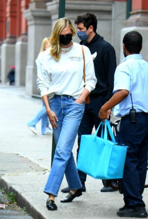 Karlie Kloss - Trip out of town in New York