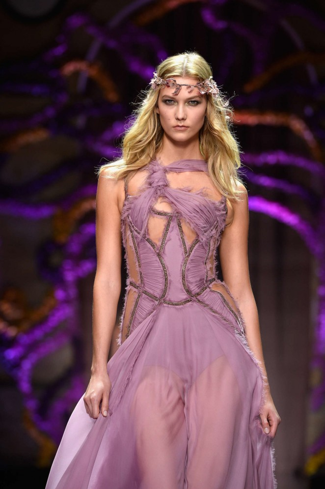 Karlie Kloss - Versace Fashion Show 2015 in Paris