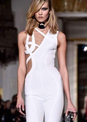 Karlie Kloss - Versace Fashion Show 2015 in Paris