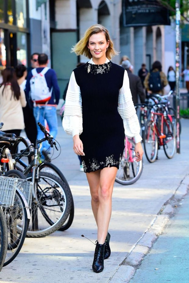 Karlie Kloss - Walking in SoHo in New York City