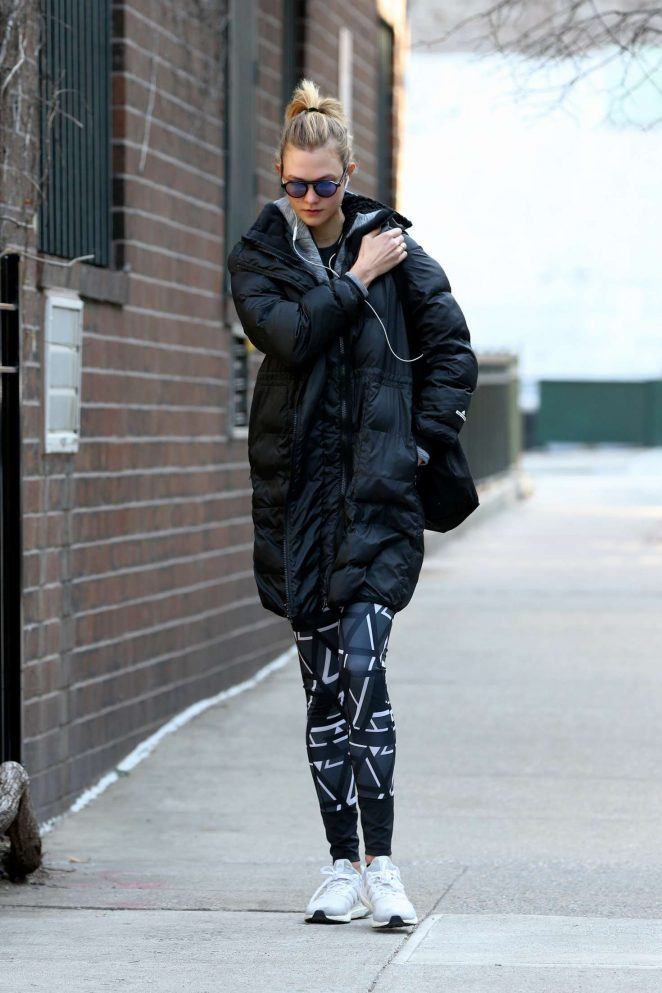 Karlie Kloss - Walks home from the gym in New York City