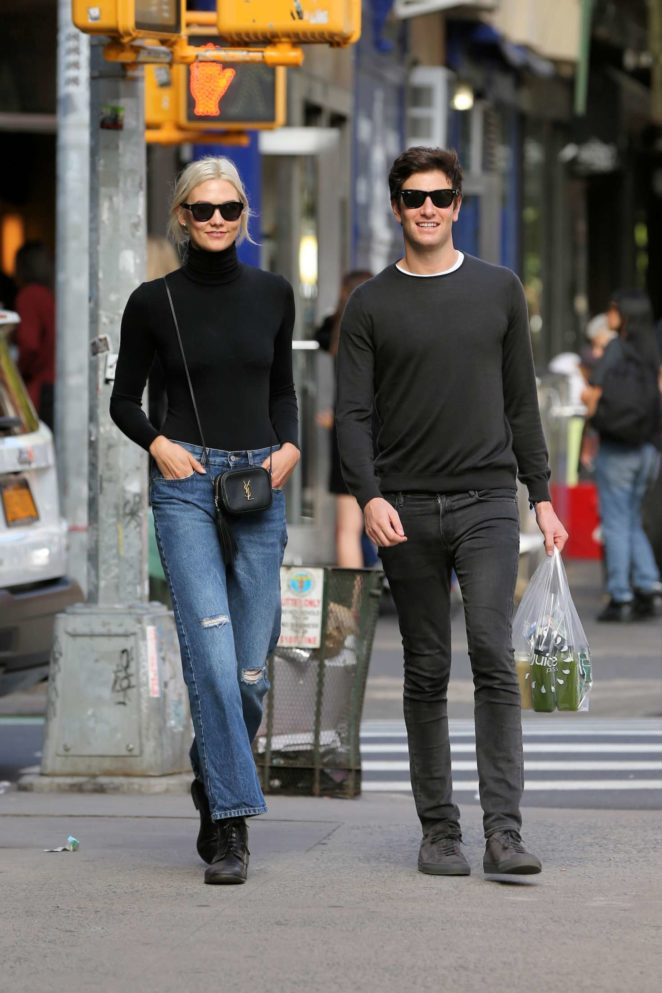 Karlie Kloss - Walks home with Joshua Kushner in NYC