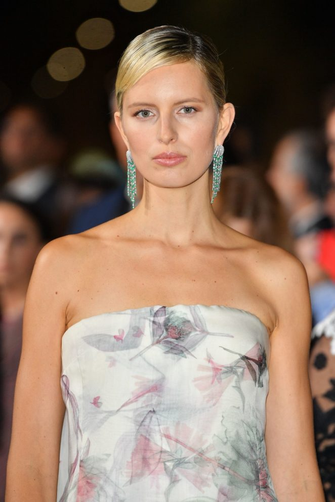 Karolina Kurkova – Green Carpet 2017 Fashion Awards in Italia