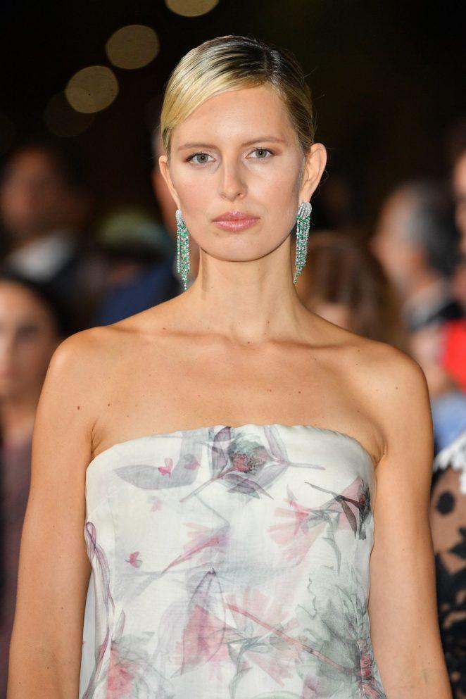 Karolina Kurkova – Green Carpet 2017 Fashion Awards in Italia