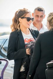 Kate Beckinsale - Arrives at Heathrow Airport in London