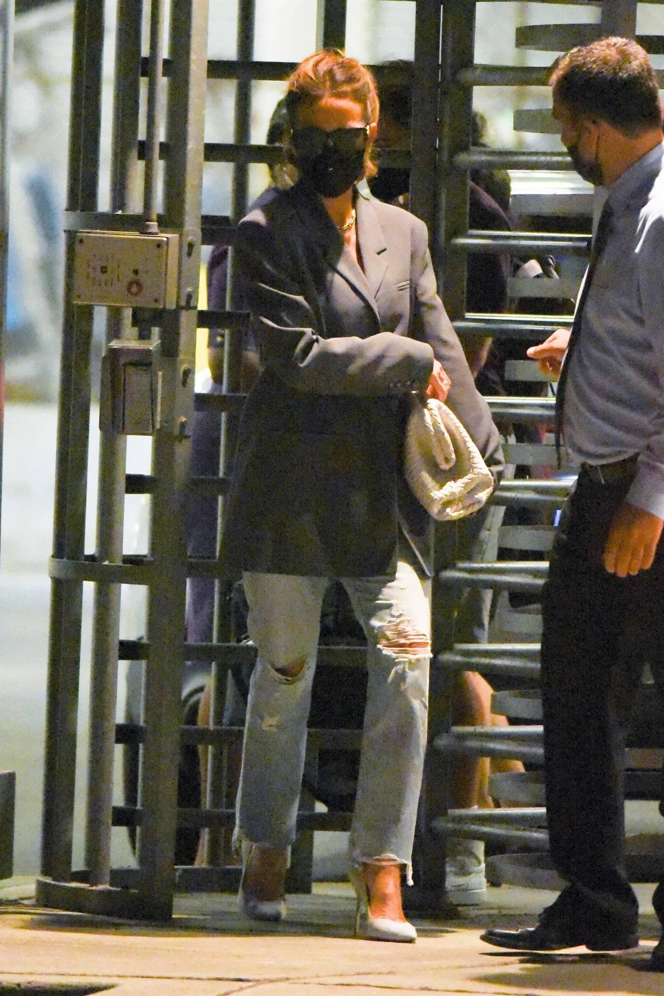 Kate Beckinsale 2021 : Kate Beckinsale – arrives at JFK Airport in New York City-02