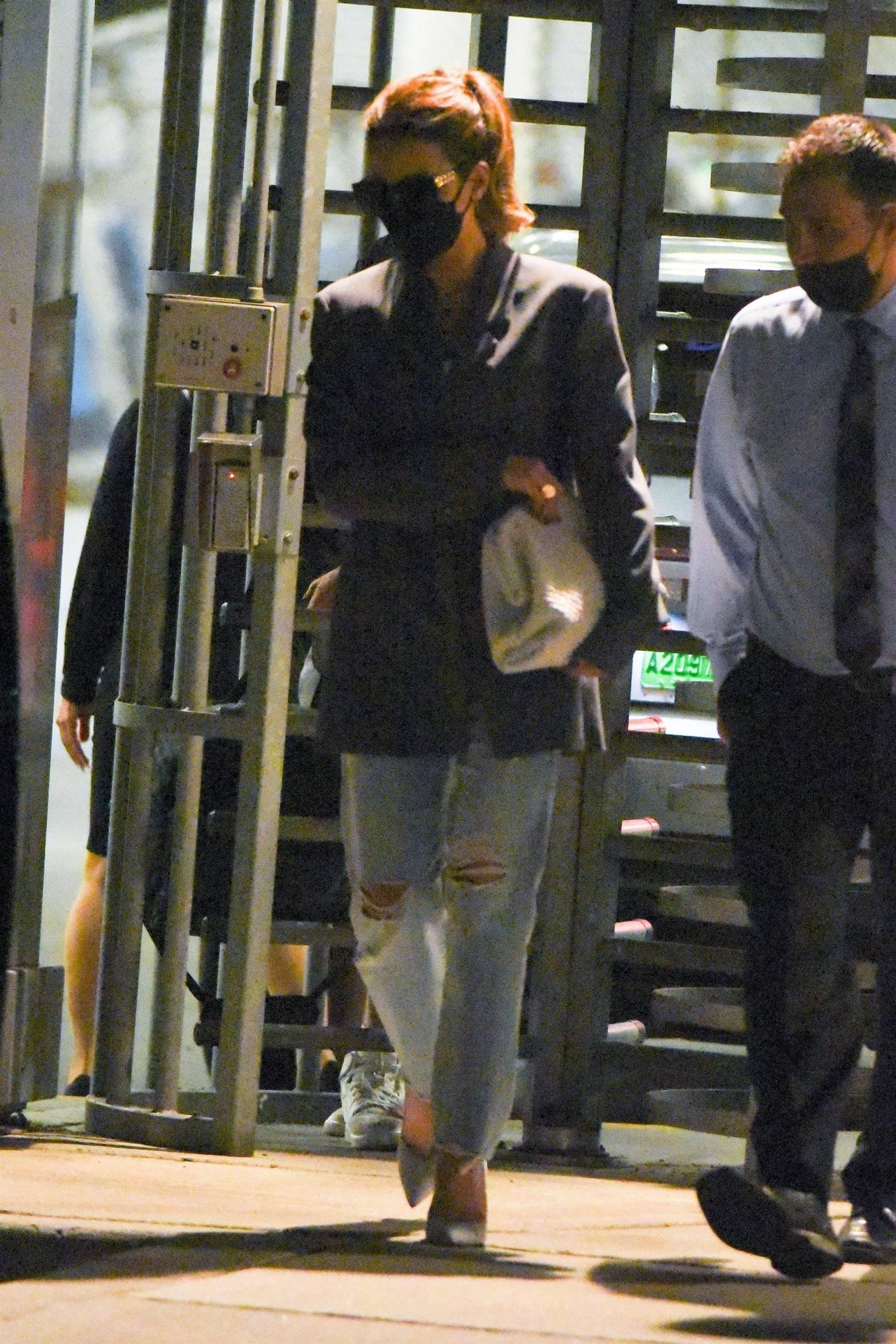 Kate Beckinsale 2021 : Kate Beckinsale – arrives at JFK Airport in New York City-03