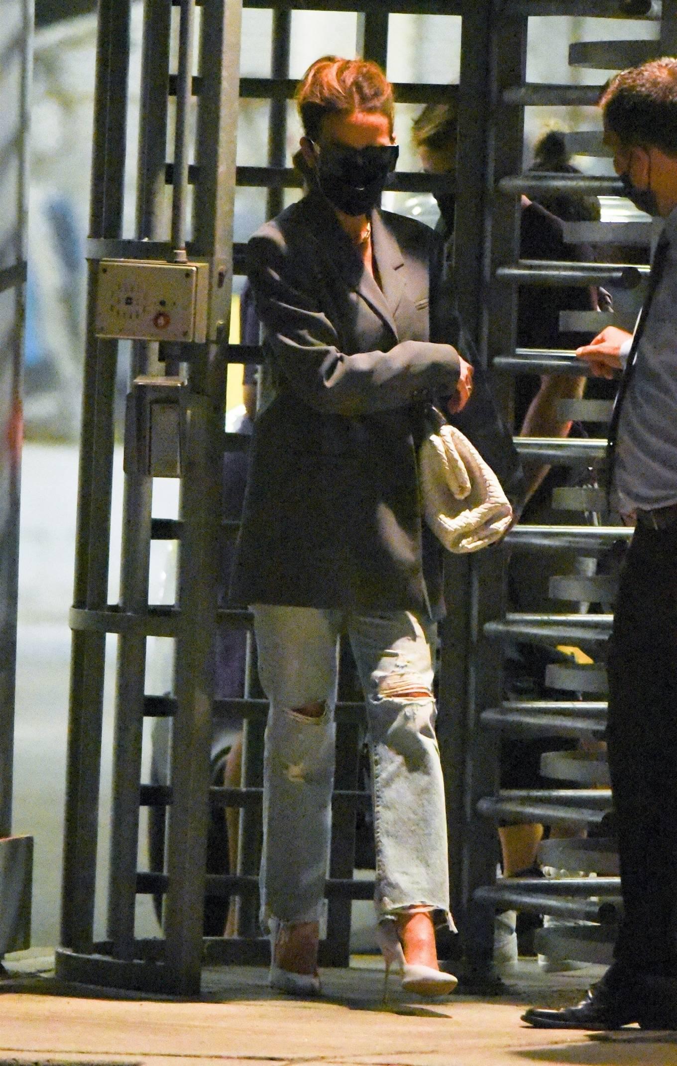 Kate Beckinsale 2021 : Kate Beckinsale – arrives at JFK Airport in New York City-04
