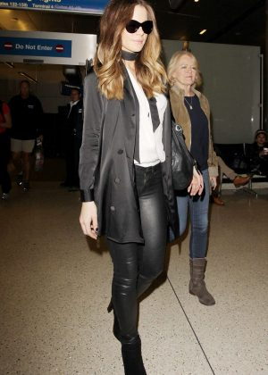 Kate Beckinsale - Arrives at LAX Airport in Los Angeles