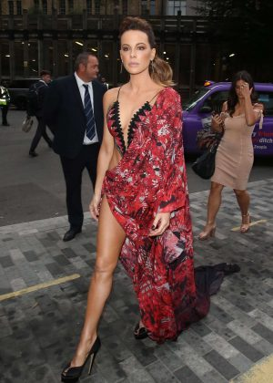 Kate Beckinsale - Arriving at the GQ Men of the Year Awards in London