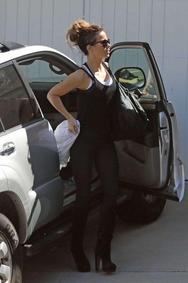 Kate Beckinsale - Arriving home in Los Angeles