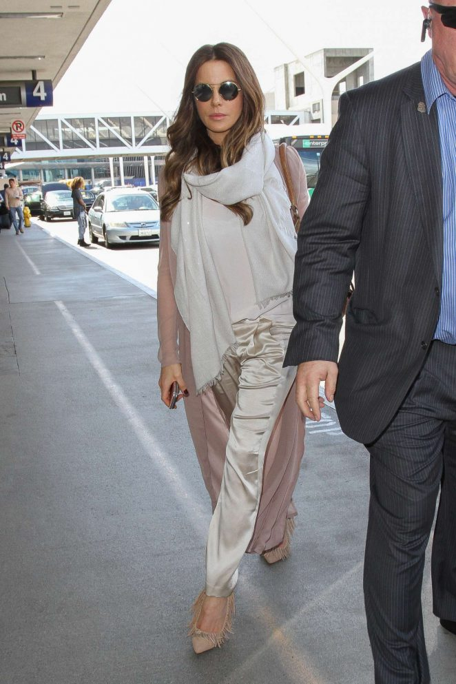 Kate Beckinsale at Los Angeles International Airport-02