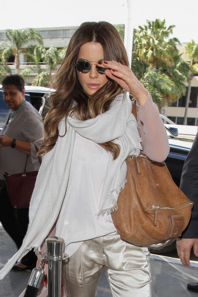Kate Beckinsale at Los Angeles International Airport-05