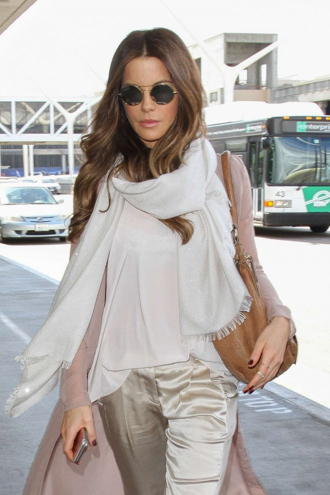 Kate Beckinsale at Los Angeles International Airport-06