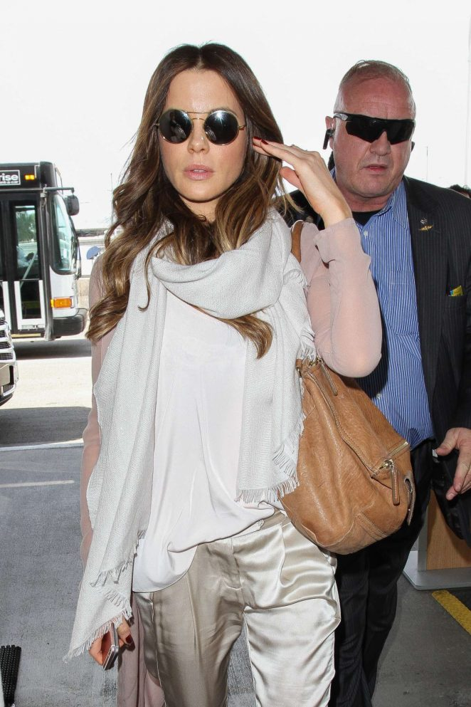 Kate Beckinsale at Los Angeles International Airport-08