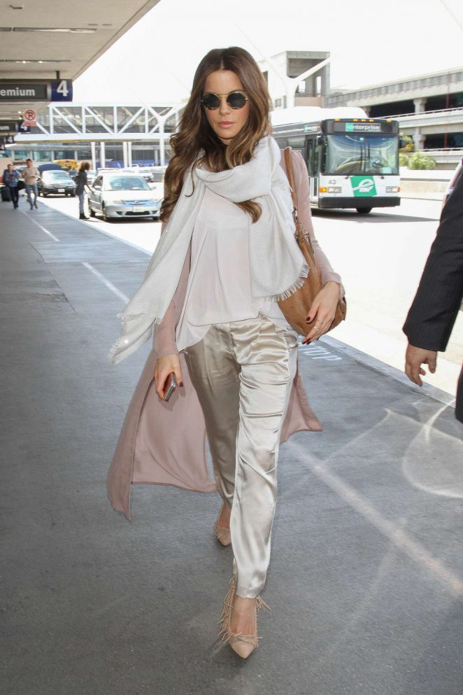 Kate Beckinsale at Los Angeles International Airport-14