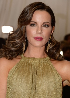 Kate Beckinsale – 'China: Through The Looking Glass' Costume ...