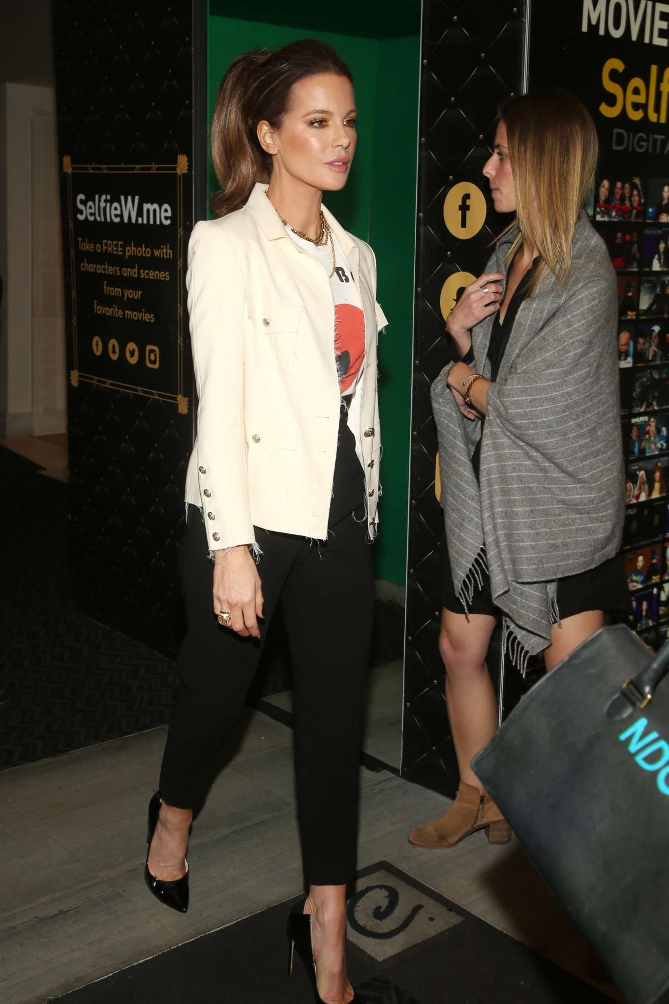 Kate Beckinsale 2019 : Kate Beckinsale – Christmas At The Grove in Los Angeles-01