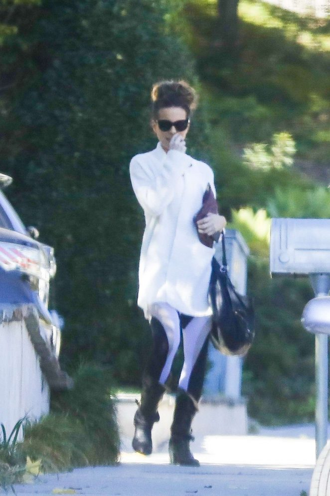 Kate Beckinsale - Goes to a painting class in Westwood
