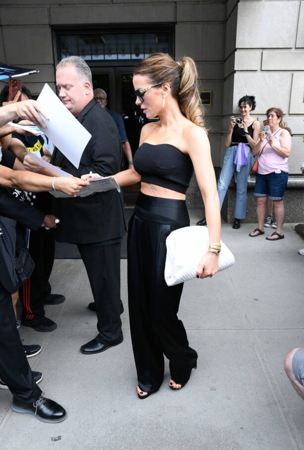 Kate Beckinsale - In all black steps out in New York City