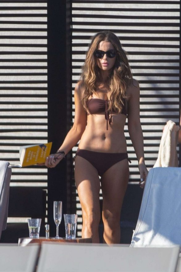 Kate Beckinsale i Brown Bikini i Los Cabos
