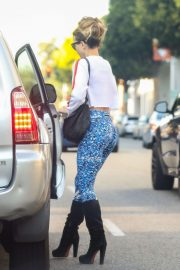Kate Beckinsale  in Floral Tights - Leaves nails salon in Beverly Hills