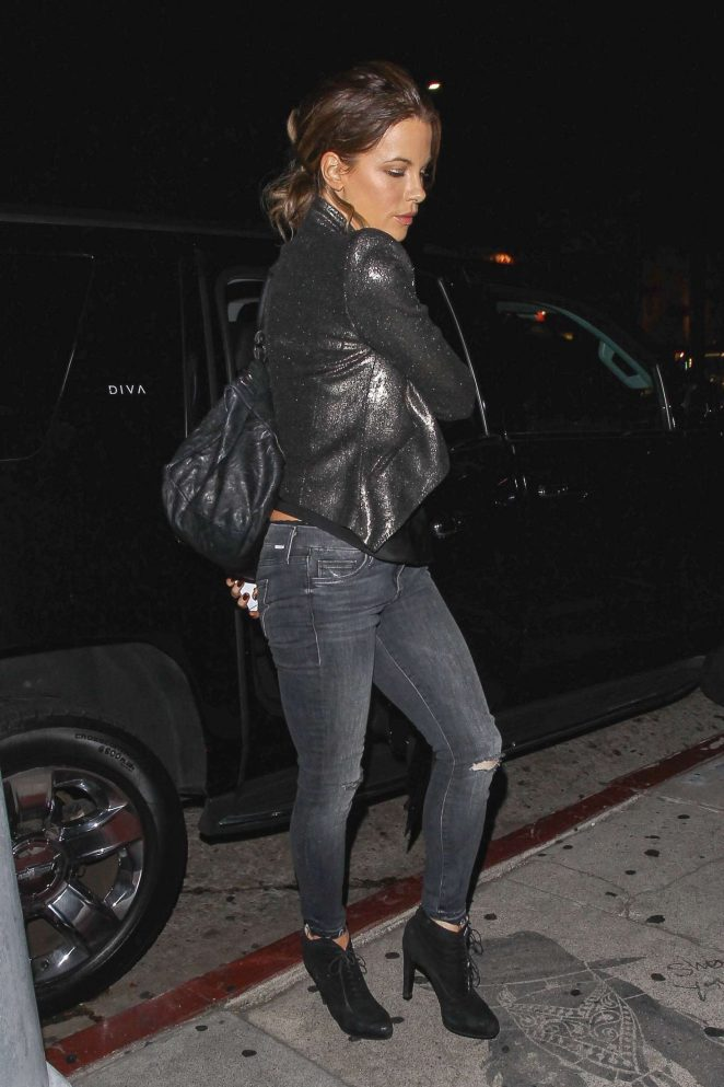 Kate Beckinsale in Skinny Jeans at The Nice Guy in West Hollywood