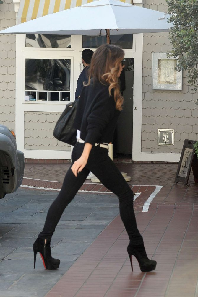 Kate Beckinsale in Tight Jeans -04