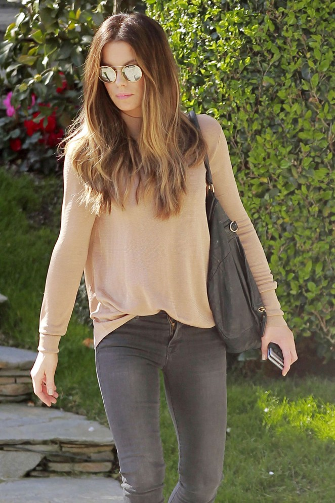 Kate Beckinsale in Tight Jeans -06